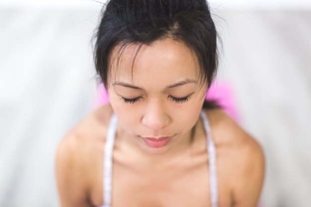 young-woman-meditating_925x@2x